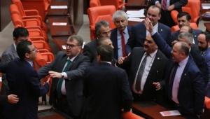 Anayasa değişikliği teklifi 339 oyla Meclis'ten geçti
