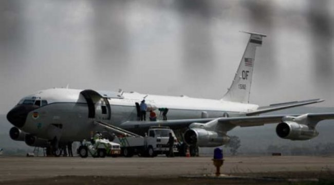 ABD askeri uçağı acil iniş yaptı!