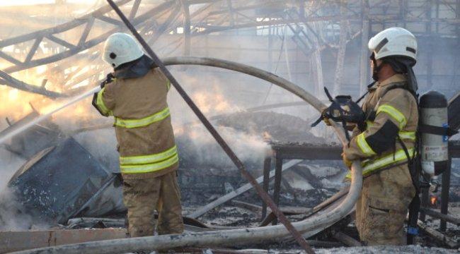 Güzelbahçe 1. Limanda Yangın: İki Restoran Küle Döndü