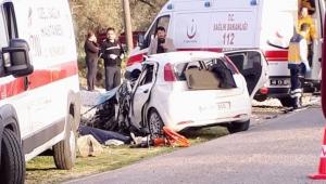 Milas'ta TIR ile otomobil çarpıştı; 2 ölü, 1 yaralı