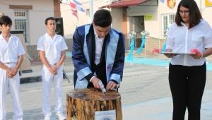 Öğrenciler diplomalarına kulaç atarak ulaştı