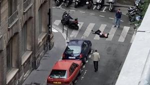 Paris'teki bıçaklı saldırı ile bağlantılı 3 kişi gözaltına alındı