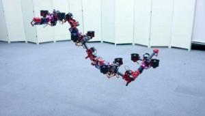 Uçan robot görenleri kendisine hayran bırakıyor!