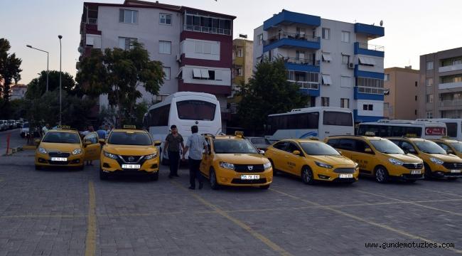 İzmir'deki taksiler yüzde 20 zamla yolcu alımına başladı