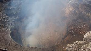 Orta Amerika'da iki yanardağ yeniden faaliyete geçti