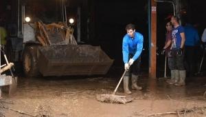 Yaşanan sel felaketine kayıtsız kalmayan Nadal, memleketi Mallorca'nın yardımına koştu