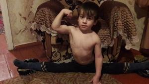 4105 şınavla ünlenen 5 yaşındaki 'Çeçen Schwarzenegger', Guinness Rekorlar Kitabı için ter dökecek