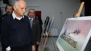 Bayraklı'da dereceye giren karikatüristler ödüllerini aldı