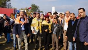 Başkan Çerçioğlu, Koçarlı'daki deve güreşi şenliği'ne katıldı