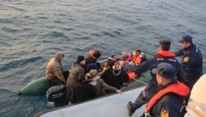 Dikili ve Çeşme'de 59 düzensiz göçmen yakalandı