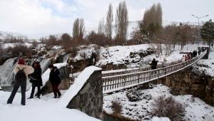 Muradiye Şelalesi her mevsim güzel