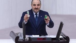 Varank 'Buyurun AR-GE buyurun teknoloji' dedi, Meclis kürsüsünden çip ve ilaç tanıttı