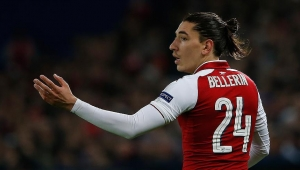 Arsenal'de Bellerin şoku!