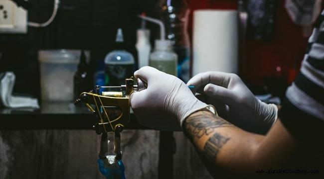 Renkli dövmelerle ilgili uyarı: Alerjik reaksiyon riskini artırıyor