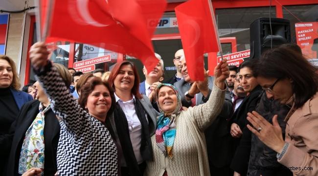 Başkan Çerçioğlu, Umurlu'da seçim ofisinin açılışına katıldı