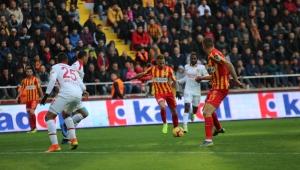 Spor Toto Süper Lig: İstikbal Mobilya Kayserispor: 2 - Göztepe: 1