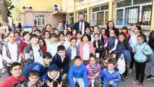 23 Nisan çocuklarından Başkan Gümrükçü'ye sevgi seli