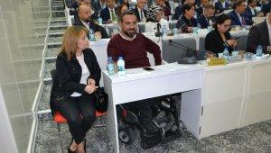 İzmir Büyükşehir Belediyesinde AK Partili üyeye özel alan