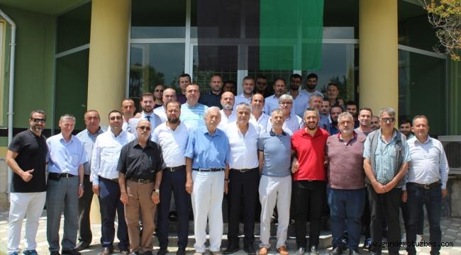 Akhisar Belediyespor'da başkan Hüseyin Eryüksel güven tazeledi