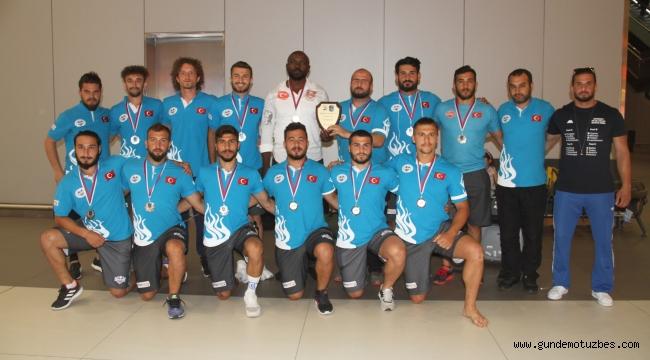 Avrupa'da final oynayan Ragbi Milli Takımı yurda döndü