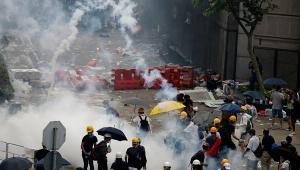 Hong Kong'da gösteriler sonuç verdi, askıya alındı