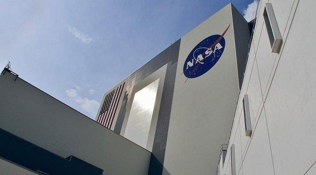 NASA, Ay'a kadın astronot çıkaracak