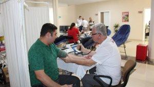 Ödemiş Belediyesi çalışanlarından Kızılay'a bağış desteği