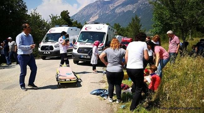 Öğretmen ve çocuklarını taşıyan midibüs devrildi: 17 yaralı