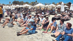 Plaj eşkıyasına halk protestosu