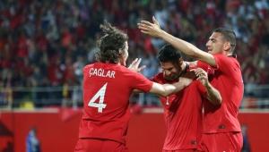 Türkiye'den dostluk maçında Özbekistan'a iki gol: Güneş'e göre bu oyun Fransa'ya karşı yeterli değil