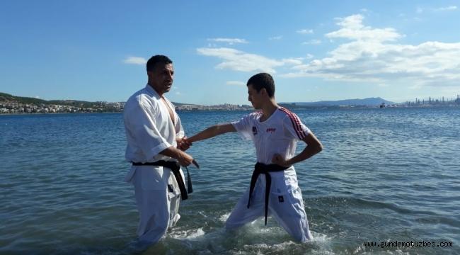 80 karateci, denizde ve plajda antrenman yaptı