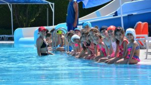 Torbalı'da çocuklar için yüzme kursları başladı