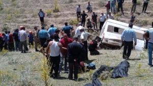Van'da kaçak göçmenleri taşıyan minibüs devrildi: 15 ölü, 27 yaralı