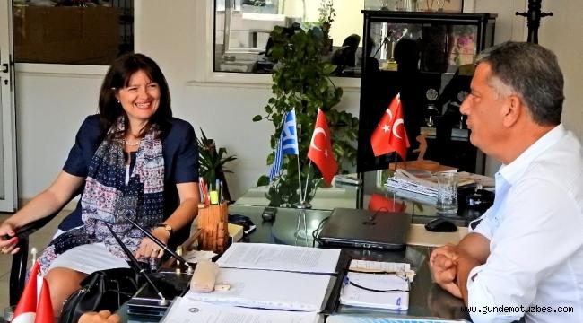 Yunanistan İzmir Başkonsolosu Argyro Papoulia'dan, Çeşme'de yazlık ev sahiplerine vize kolaylığı sözü