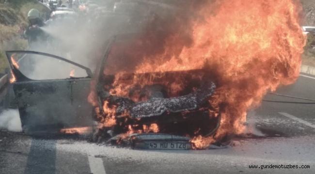 Köyceğiz'de seyir halindeki otomobil yandı