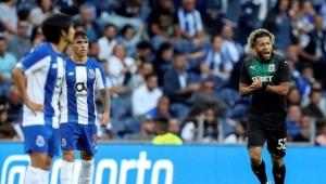 Krasnodar, Porto'yu kupanın dışına itti