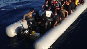 Kuşadası Körfezi'nde 22'si çocuk 49 kaçak göçmen yakalandı