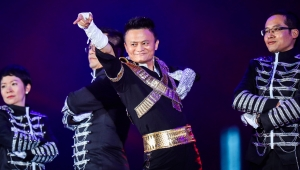 Alibaba'nın kurucusu Jack Ma'ya stadyumda veda partisi
