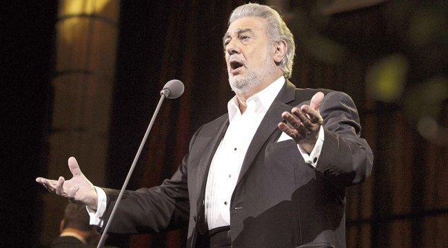 Tacizle suçlanan tenor istifa etti