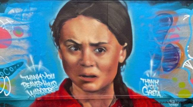 Greta için Kanada'da yapılan duvar resmini çizip, 'Burası petrol ülkesi' yazdılar