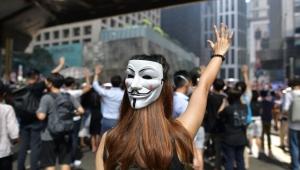 Hong Kong'da eylemlerde maske takılması yasaklandı: Şiddet sona ermeli