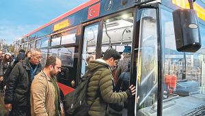 İzmirliler ulaşım zammına tepkili