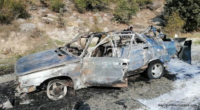 Köprübaşı'nda seyir halindeki otomobil yandı