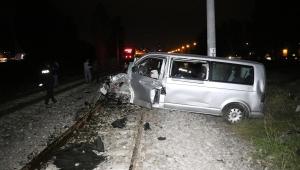 Kütahya'da raybüsün çarptığı minibüsün sürücüsü ağır yaralandı