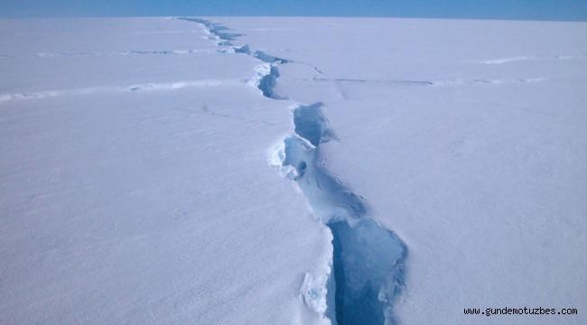 Son 50 yılın en büyüğü: Antarktika'da 315 milyar tonluk buz kütlesi ana karadan koptu