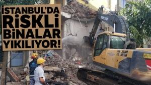 Sultangazi'de riskli binalar yıkılıyor