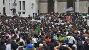 Cezayir halkından seçim karşıtı eylemler