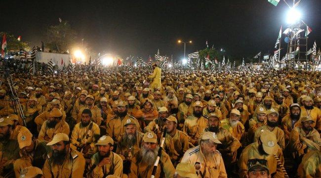 Pakistan'da muhalefet hükümete istifa için verdiği süreyi uzattı