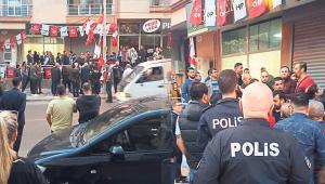 Pusulalar yırtıldı Buca CHP'yi polis bastı