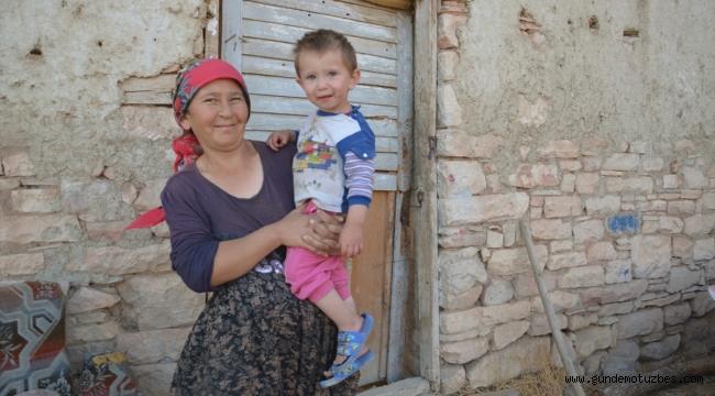 Heyelan tehlikesi nedeniyle boşaltılan köyde yalnız yaşıyorlar